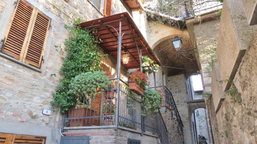 Property in typical local village (castel)